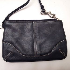 COACH - black leathe wristlet wallet